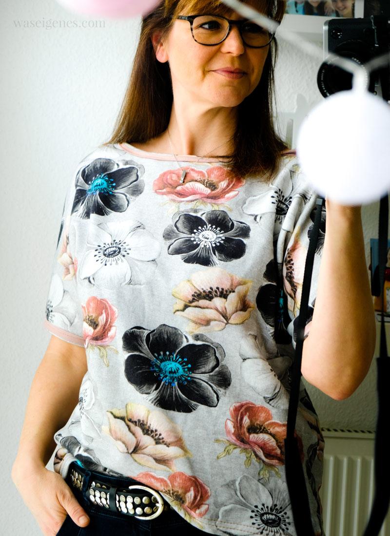 DIY Shirt: Frau Edda aus Sweatshirtstoff mit Blumenprint