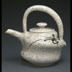 2016DeborahShapiro_Crackle Teapot with Spiral - Shapiro