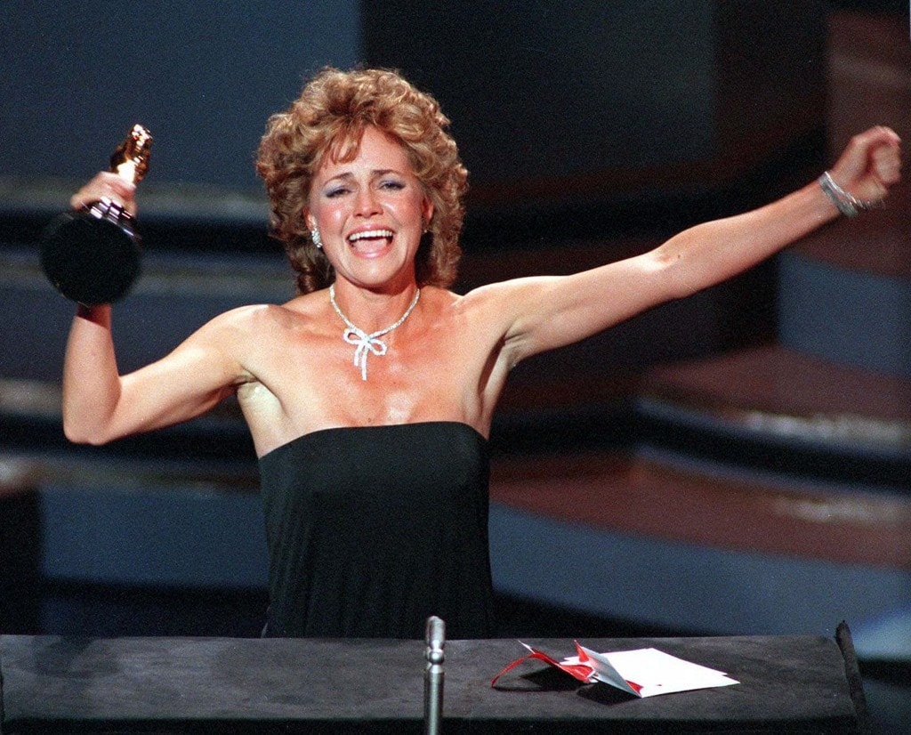 """Actress Sally Field accepts her Academy Award for best actress in the film """"Places in the Heart"""" at the Oscar ceremonies in Los Angeles March 26, 1985. (AP)"""