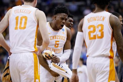 March Madness: Tennessee beats Iowa in OT for spot in Sweet 16