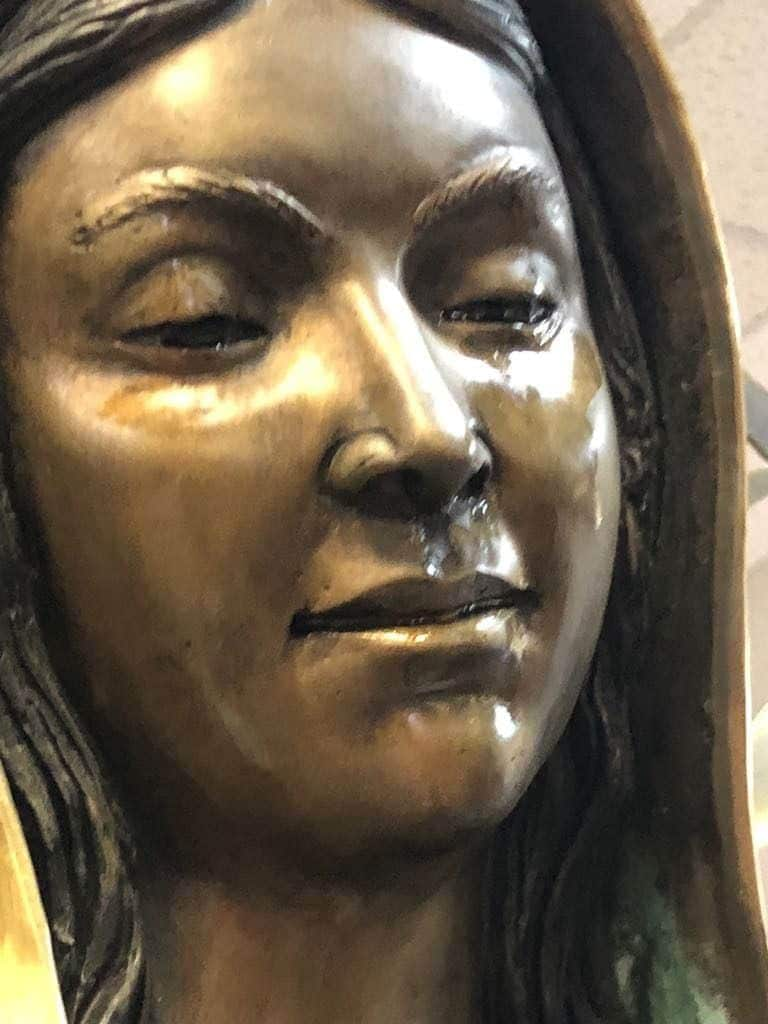 Mexique: Une statue de la vierge Marie pleure des larmes «d'huile d'olive»