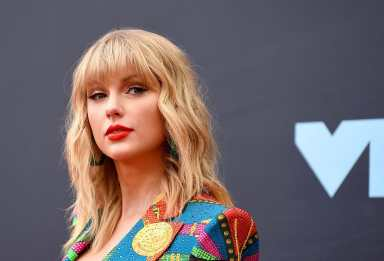 Taylor Swift says Scooter Braun won't let her perform her old music at the American Music Awards