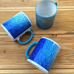 Tasse mit Fischschwarm, Motiv Fische