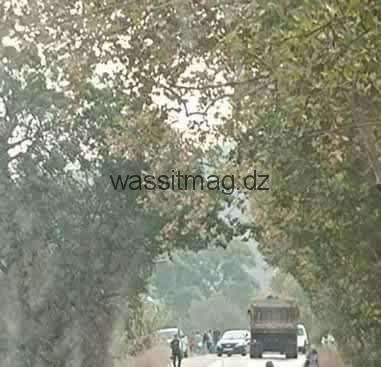 سكان قرية تيسة يسمعون ببجاية يغلقون الطريق الولائي رقم 22.