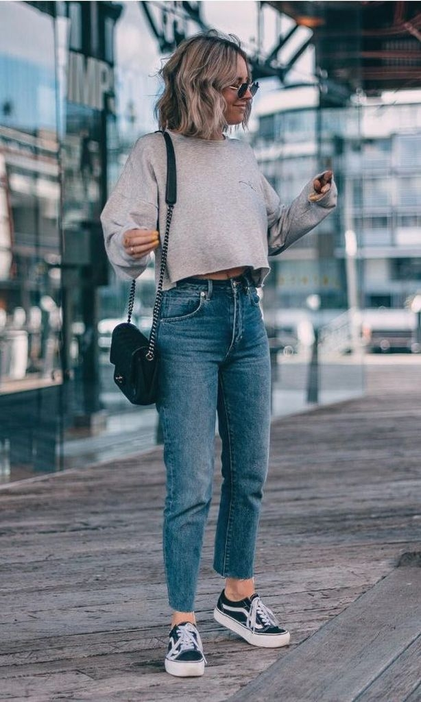 Spring outfit with combination sweater and sneakers