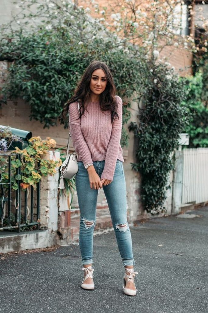Spring outfit with knit sweater and ripped jeans