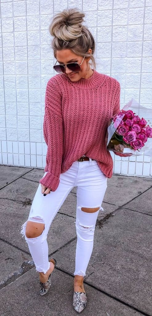 Spring outfit with white red sweater and white ripped jeans