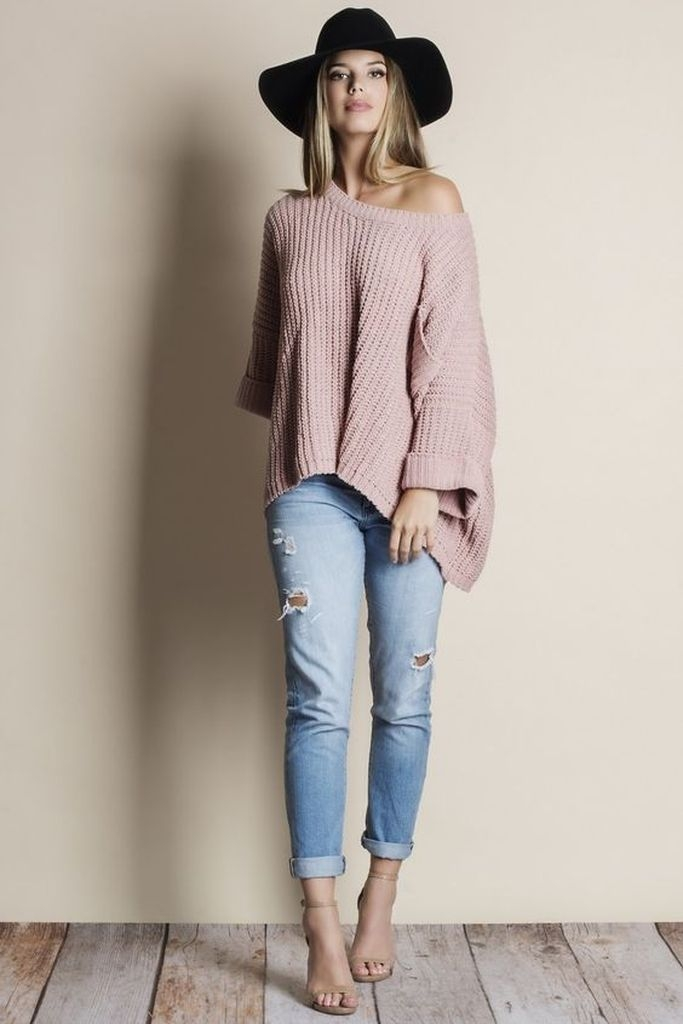 Spring outfit with sweater, jeans and hats