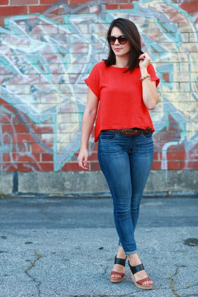 Spring outfit with red t-shirt and jeans