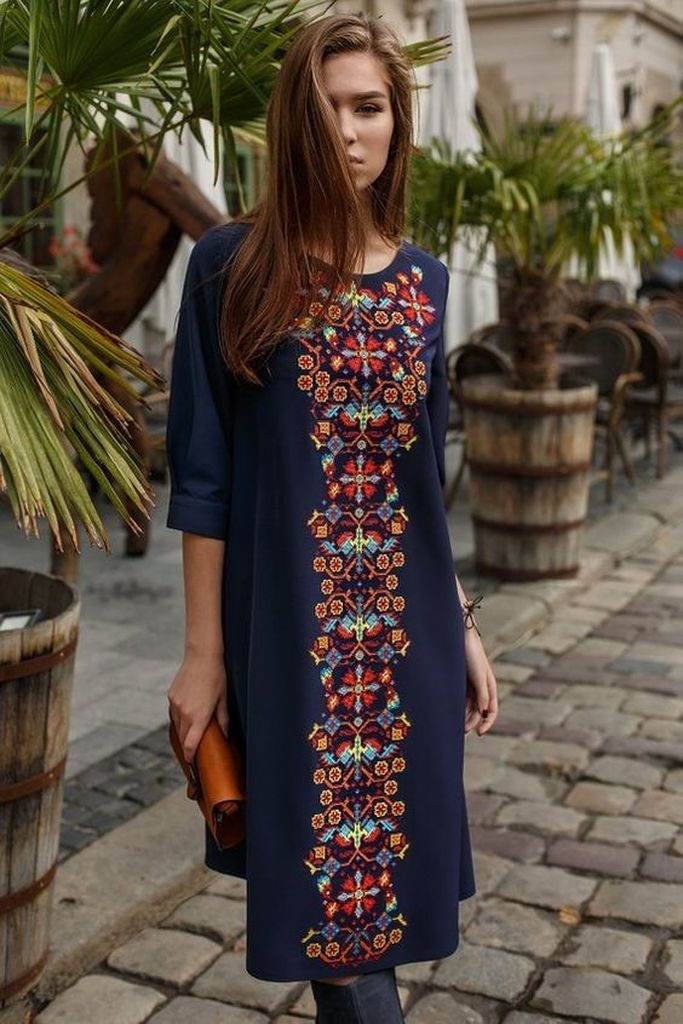 Dark blue dress with embroidered middle straight