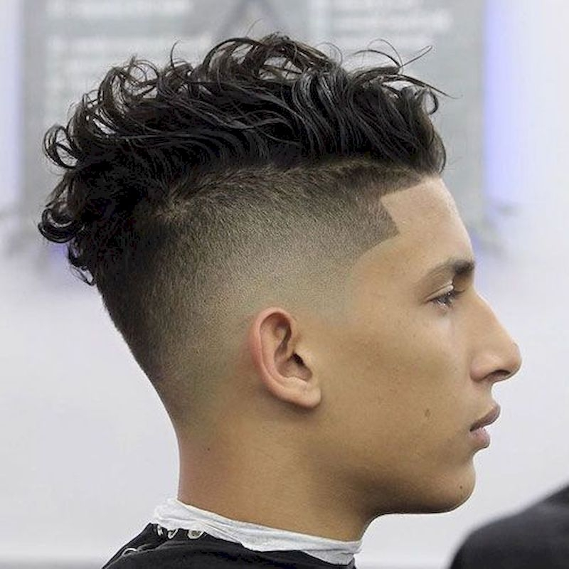 Haircuts for men with short hair on the side and long wavy top