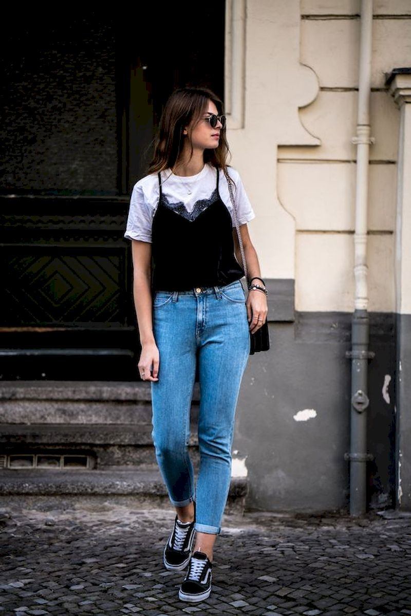 Spring outfit style with jeans and sneakers