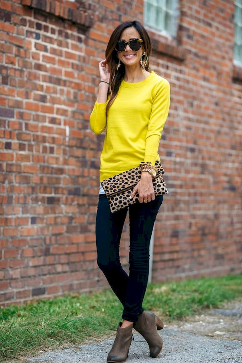 Women outfits with sweater and leather ankle boots