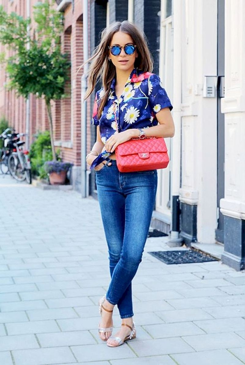 Spring outfit inspiration with floral shirt and jeans