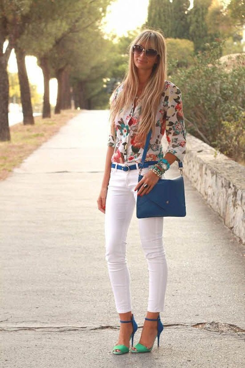 Spring outfit inspiration with floral shirt and white jeans