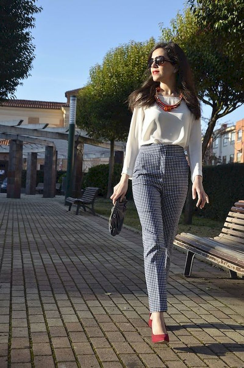 Casual spring outfits with blouse and flats shoes