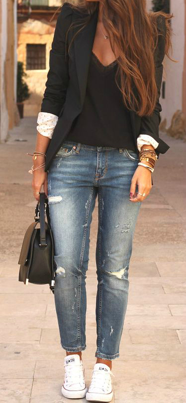 #fall #outfits / Black Blazer - White Sneakers