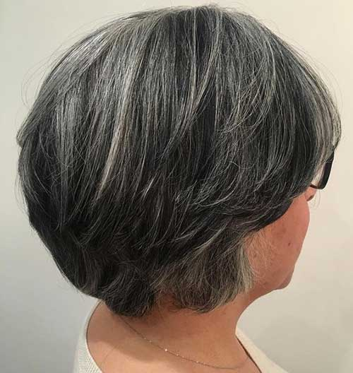 Short Graduated Haircuts for Women with Thick Hair -9