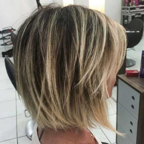 Short Hairstyles for Women Over 40-12