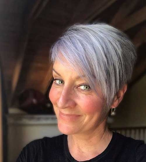 Short Haircuts for Older Ladies-17