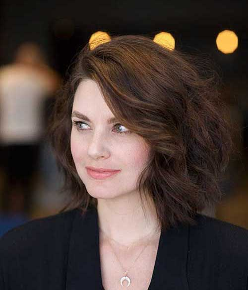 Loose Wavy Modern Short Haircuts for Women-12
