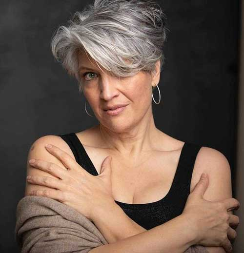 Short Layered Haircuts for Women Over 50-10