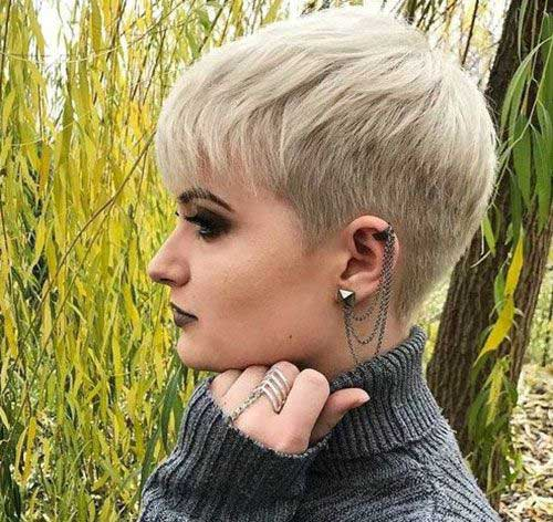 Modern Short Haircuts for Women-17