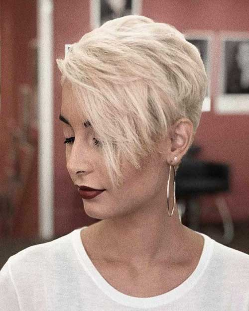 Modern Short Haircuts for Women-16