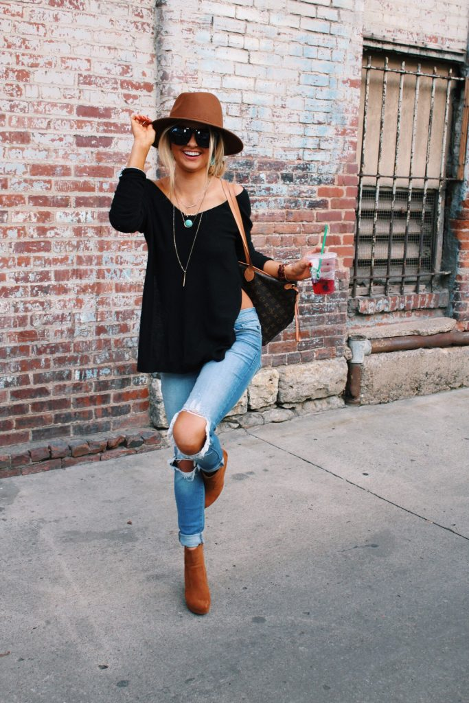 #fall #outfits / Brown Hat - Brown Booties