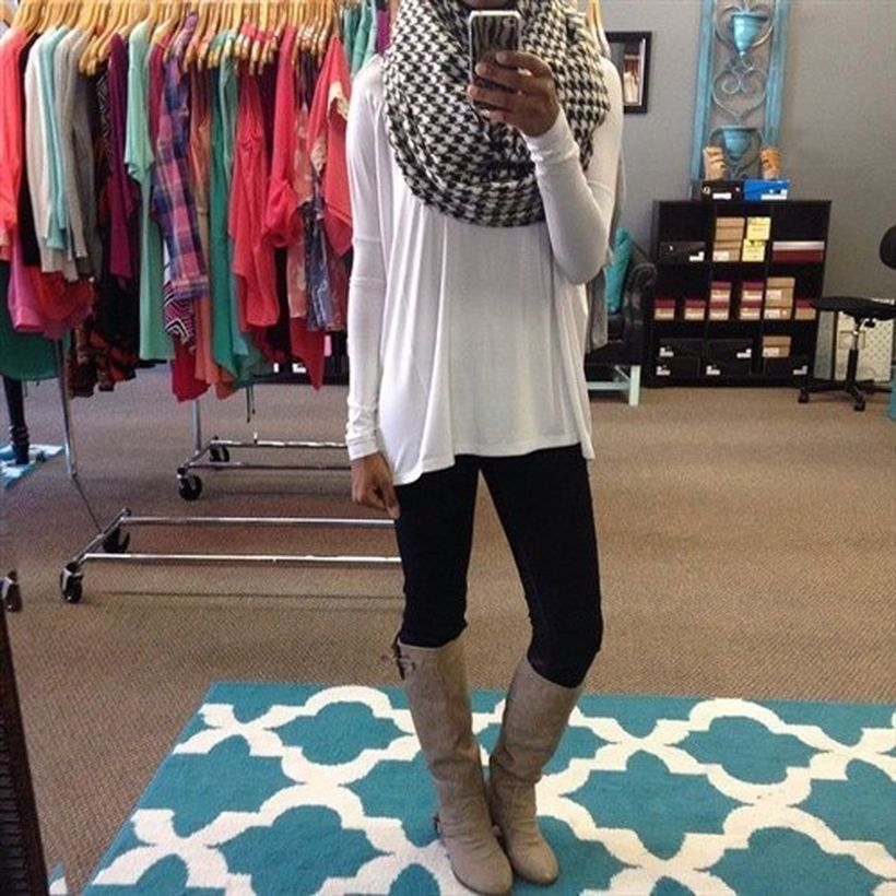 Grey-knee-high-boot-and-black-legging