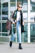 40 Adorable Celebrity Outfit Ideas for Your Thanksgiving Look