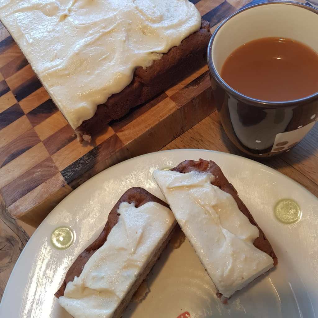 apple and maple tray bake