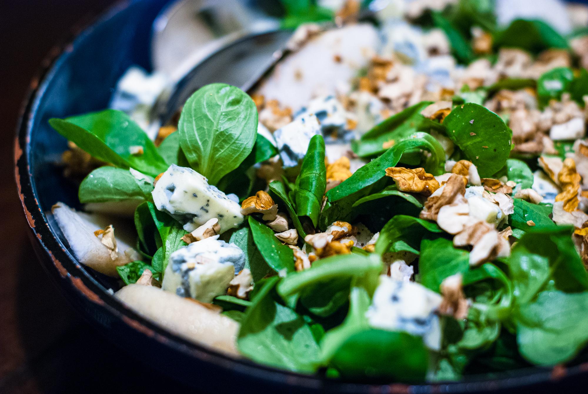 Salade met peer, walnoot en fourme d'ambert