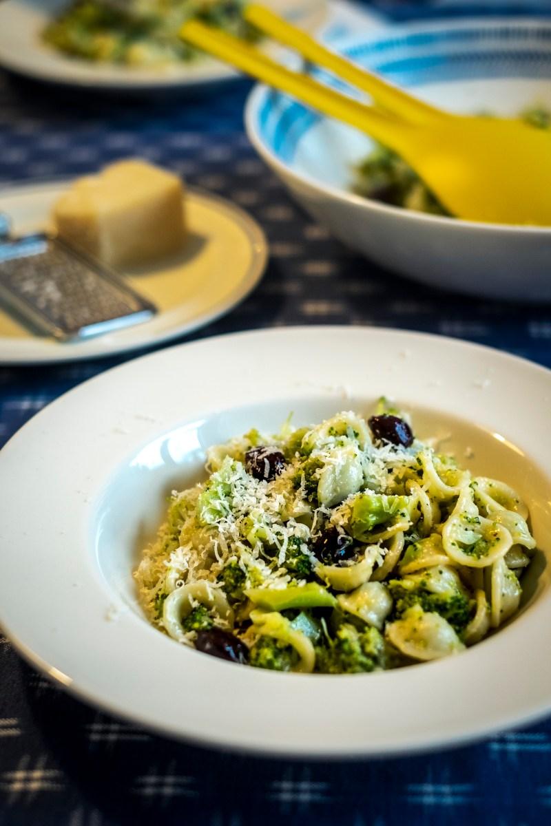 Orecchiette met broccoli, ansjovis en olijven