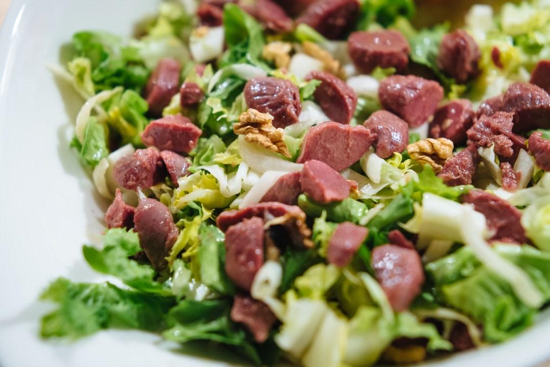 Salade met gekonfijte eendenmaagjes - gesiers