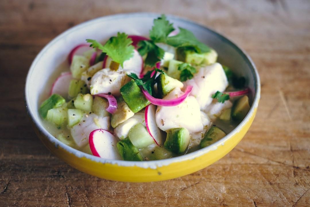 Ceviche van zeebaars en avocado