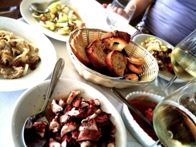 Seafood in Puglia: rauwe inktvis, octopus en gevulde mosselen