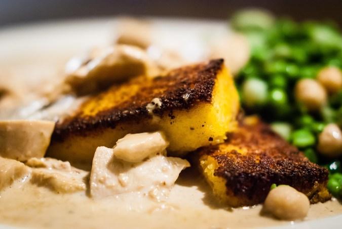 Afhaalklassieker: parelhoen in truffelsaus met gegrilde polenta