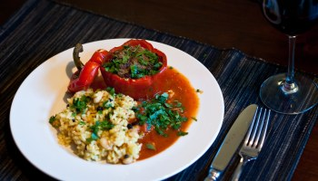 Paprika gevuld met lamsgehakt en pilav