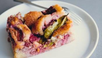 Pruimen amandel gebak met laurier - recept van Ottolenghi