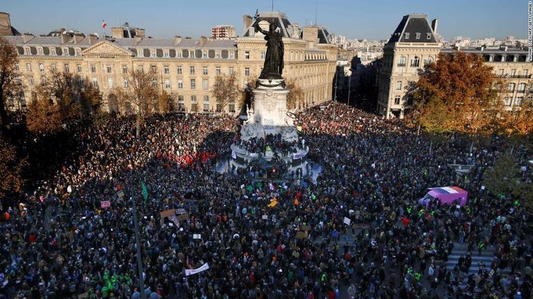 【悲報】 フランス全土で50万人参加の大規模デモ!!!! デモ隊が放火や警官隊に衝突