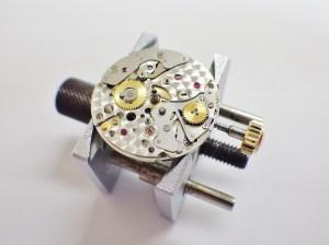 時計修理技術者コラムVol.26 リューズの操作不良~ロレックスCal.2235編~