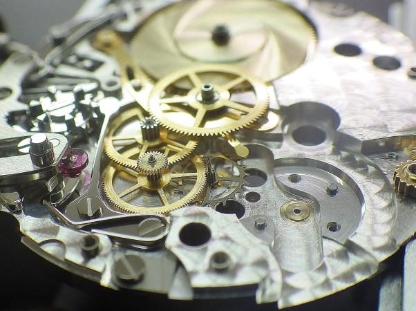 時計修理技術者コラムVol.29 時計内部のごみ、水入り