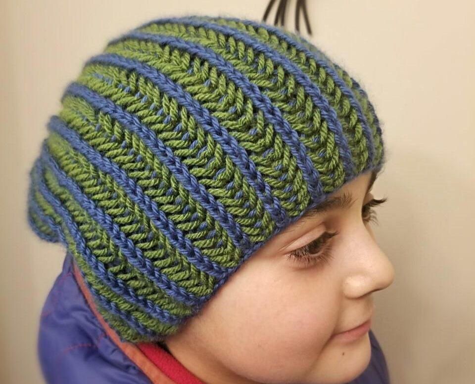 Two-color Brioche stitch on the round continental method - Hat pattern