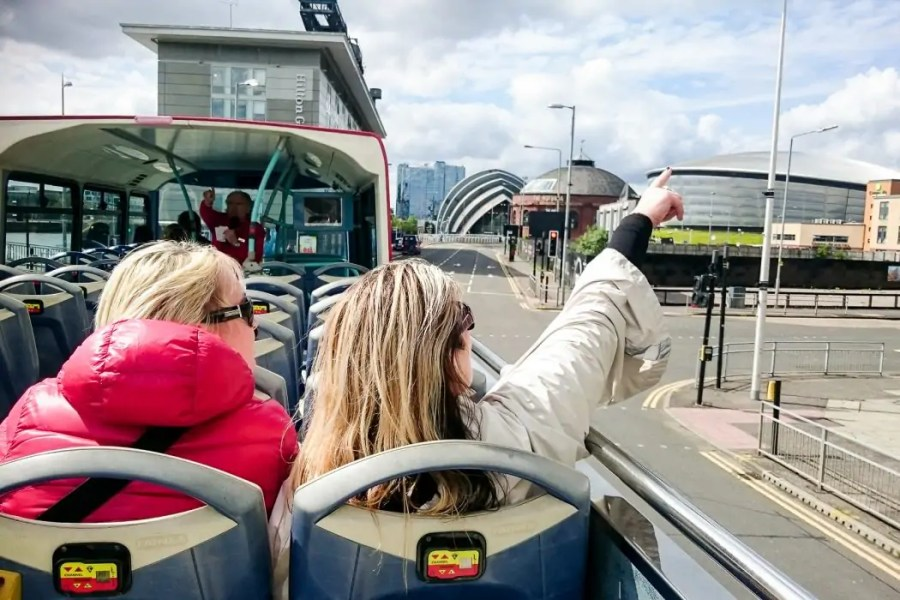 Hop on hop off Glasgow bus tours are a great way to get an overview of the city, but is it worth to board the City Sightseeing Glasgow bus?