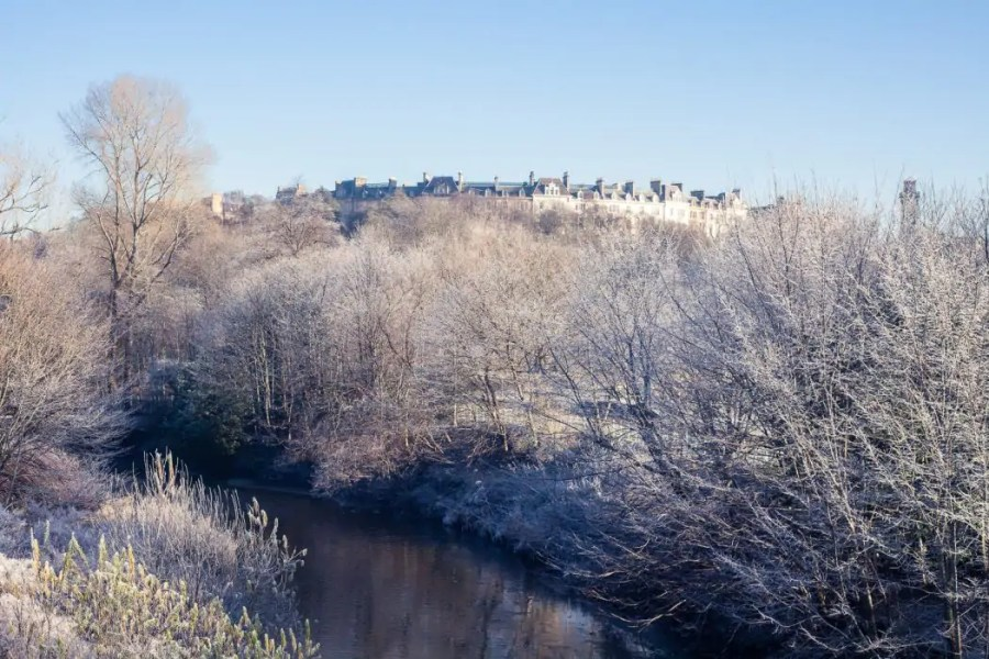 Easy Glasgow Walks: Beautiful Parks in Glasgow in Winter | Watch Me See | Winter is a great time to visit Glasgow and explore some of its easy walks around the city - and there are plenty of them. This is a guide to some of my favourite Glasgow walks in parks across the city - parks that turn into picture-perfect winter-wonderlands in the snow and make for ideal lunch-time getaways!