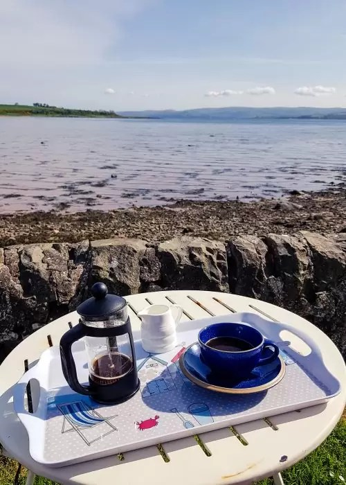 A fresh cup of coffee in Kilchattan Bay.