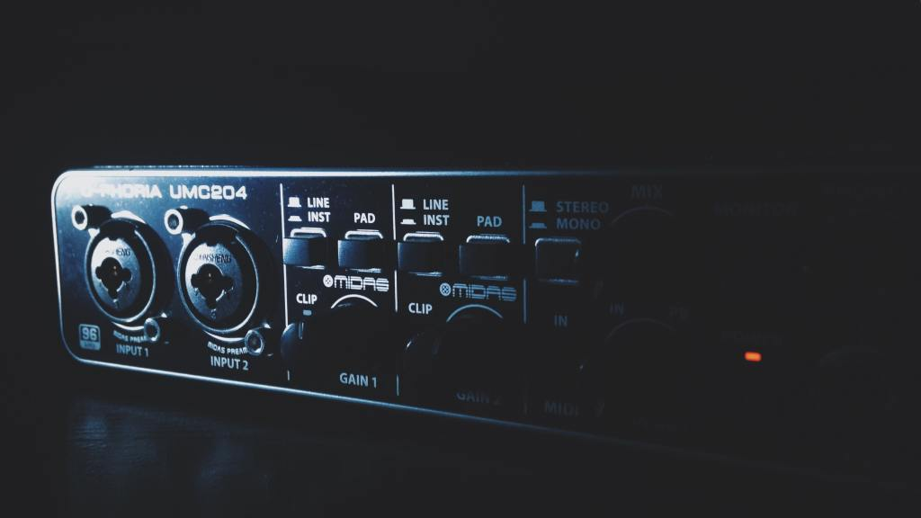 How to use an audio interface in a garage band?