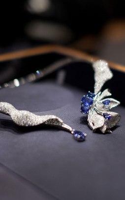 Collier de la collection Volants de la Reine chez Breguet