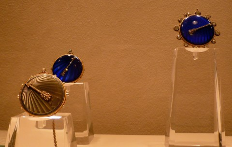 Plusieurs montres à tact exposées au musée Breguet